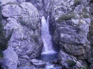Cascada en el río Caldarés, de camino a Bachimaña