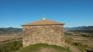 La ermita de San Benito, vista por su flanco occidental