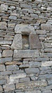Pequeña abertura, que está clausurada y se encuentra en el muro sur de la ermita