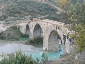 Puente de Fuendebaños, sobre el río Vero