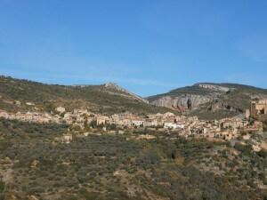 Subiendo a Asque, una buena vista de Alquézar