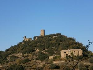 Recinto fortificado de Fantova, con su torreón y la ermita de Santa Cecilia. En primer término la casa Turmo