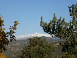 Subiendo a la ermita de San Gregorio, una vista del macizo de Cotiella