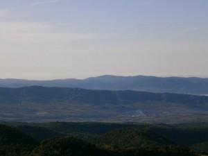 El valle del Isábena, con Capella en su fondo, delimitado por la prolongación de la sierra del Castillo de Lagüarres, como son Las Forcas, y como fondo la sierra de Estadilla