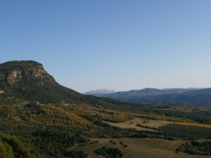 Estribaciones del morrón de Güell, con la sierra de Sis al fondo