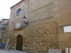 Loporzano. Fachada de entrada de la iglesia de San Salvador