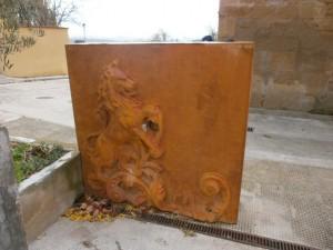 Loporzano. Escultura por la calle, donde hay ubicada una fuente
