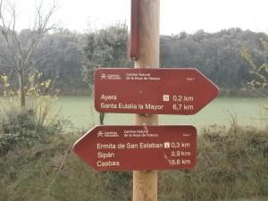 Saliendo de Ayera, cartel indicativo de direcciones