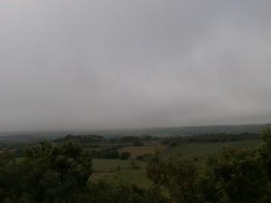 Desde la Piedra de los Moros, una vista del somontano oscense, con la niebla haciendo acto de presencia