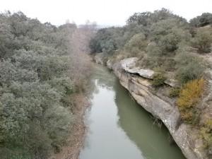 Una vista del río Guatizalema, desde el puente medieval de Sipán
