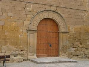 Arbaniés. Portal de entrada de la iglesia de Nuestra Señora de los Ángeles