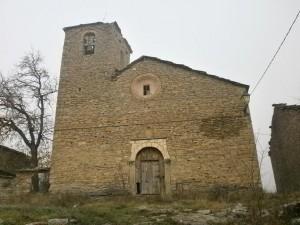 Chiriveta. Fachada de su iglesia parroquial, ya en situación de abandono