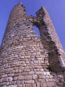 Torreón de Chiriveta, con una gran grieta vertical