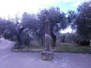 Crucero de piedra, a la entrada de la ermita de Ntra. Sra. del Viñedo