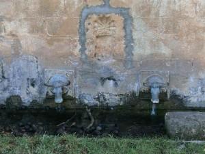 Benabarre. San Medardo. Fuente con los dos bueyes
