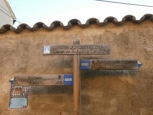 Almunia de San Juan. Carteles indicativos