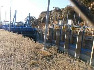 Canal de Aragón y Cataluña. Compuertas y aliviaderos en el sifón del río Sosa