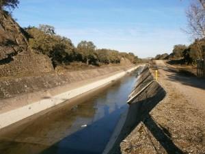 Cauce del Canal de Aragón y Cataluña.