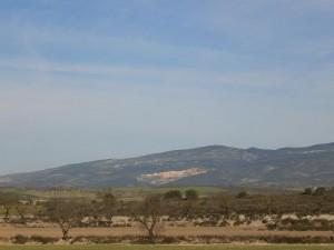 Camino de Azanuy. Vista de las canteras de Fonz