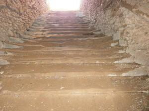 Laluenga. Escaleras del Pozo Fuente. Se puede apreciar su desgaste