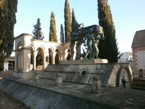 Laluenga. Monumento funerario