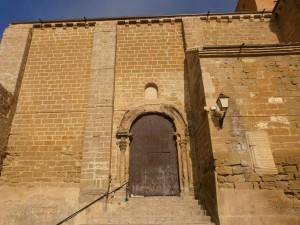 Pertusa. Puerta de entrada a la iglesia de Santa María