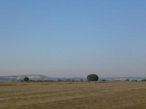 Camino de Barbuñales, una vista del pueblo de Antillón al fondo a la izquierda, y el de Bespén al fondo a la derecha