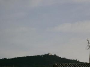 Naval. Una vista de la ermita de La Dolores desde el casco urbano