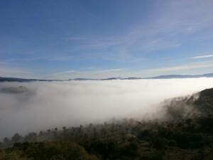 Desde la ermita de Santa Quiteria, una vista del Somontano cubierto de nubes