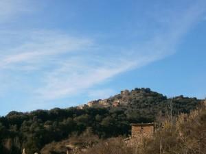 Ya se divisa el pueblo de Salinas de Hoz