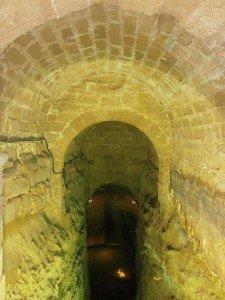 Laluenga. Interior Pozo Fuente - Pozo Alto. Detalle de la bóveda. Al fondo la lámina de agua.