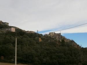 """Vista del """"pueblo viejo"""" de Purroy de la Solana durante la subida"""