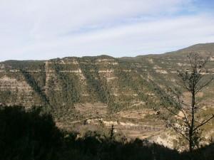 Profundas cárcavas en las laderas que encajonan el río Ésera