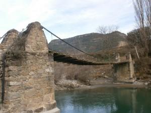 Santaliestra. Puente colgante