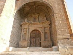 Olsón. Pórtico monumental de la iglesia de Santa Eulalia