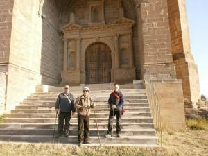 Olsón. Escalinatas iglesia. Parte del grupo
