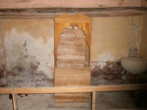 Pardinella. Antiguo confesionario en la iglesia parroquial