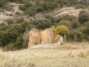 Edificio auxiliar en ruinas, cerca de la Ermita de San Cosme y San Damián