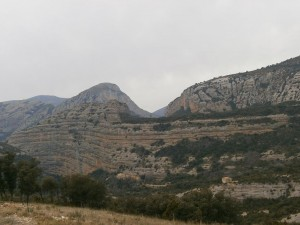 Fabuloso farallón, cuya pared vertical acoge la ermita de San Cosme y San Damián