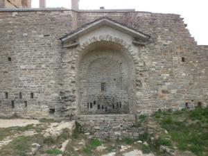 Abizanda. Restos iglesia románica, adosada a la casa de la abadía