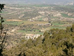 Escanilla en primer término, al fondo Lamata. Subiendo a la ermita La Virgen del Monte