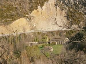 Monasterio de Obarra, desde el camino a Calvera