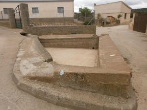 Azlor. Antiguo lavadero a la entrada del pueblo