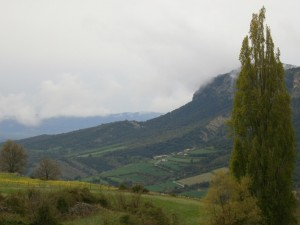 Merli. Vista de Esdolomana, camino del menhir
