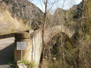 Obarra. Puente de acceso al Monasterio