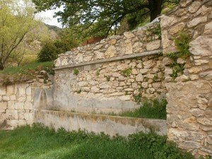 Merli. Antigua fuente y abrevadero