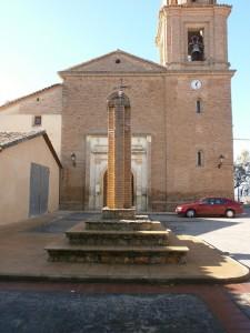 Barbuñales. Crucero delante de la iglesia