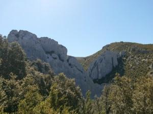 Camino de los Pozos de Nieve de Bagüeste. Originales formaciones geológicas