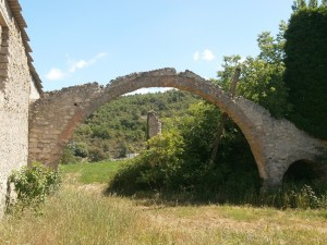 Samitier. Arco de un antiguo aventador