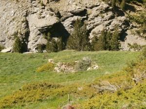 Cerler. Restos de antiguo refugio en las cascadas